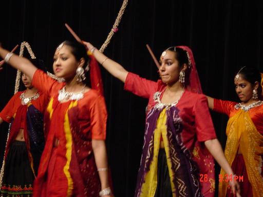 Eindshow 2004 - folkdance